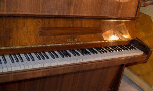 Nuomojamas pianinas Petrof